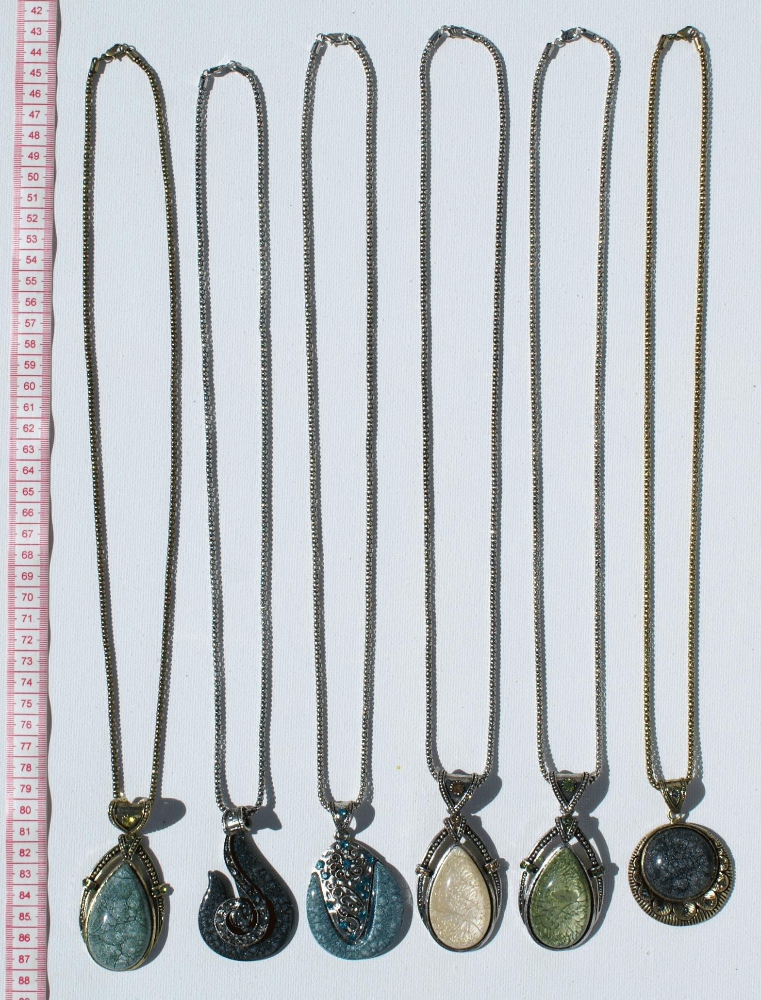 aa73e463419 Spousta 6 módy náhrdelníky kamenné a kovové přívěsky