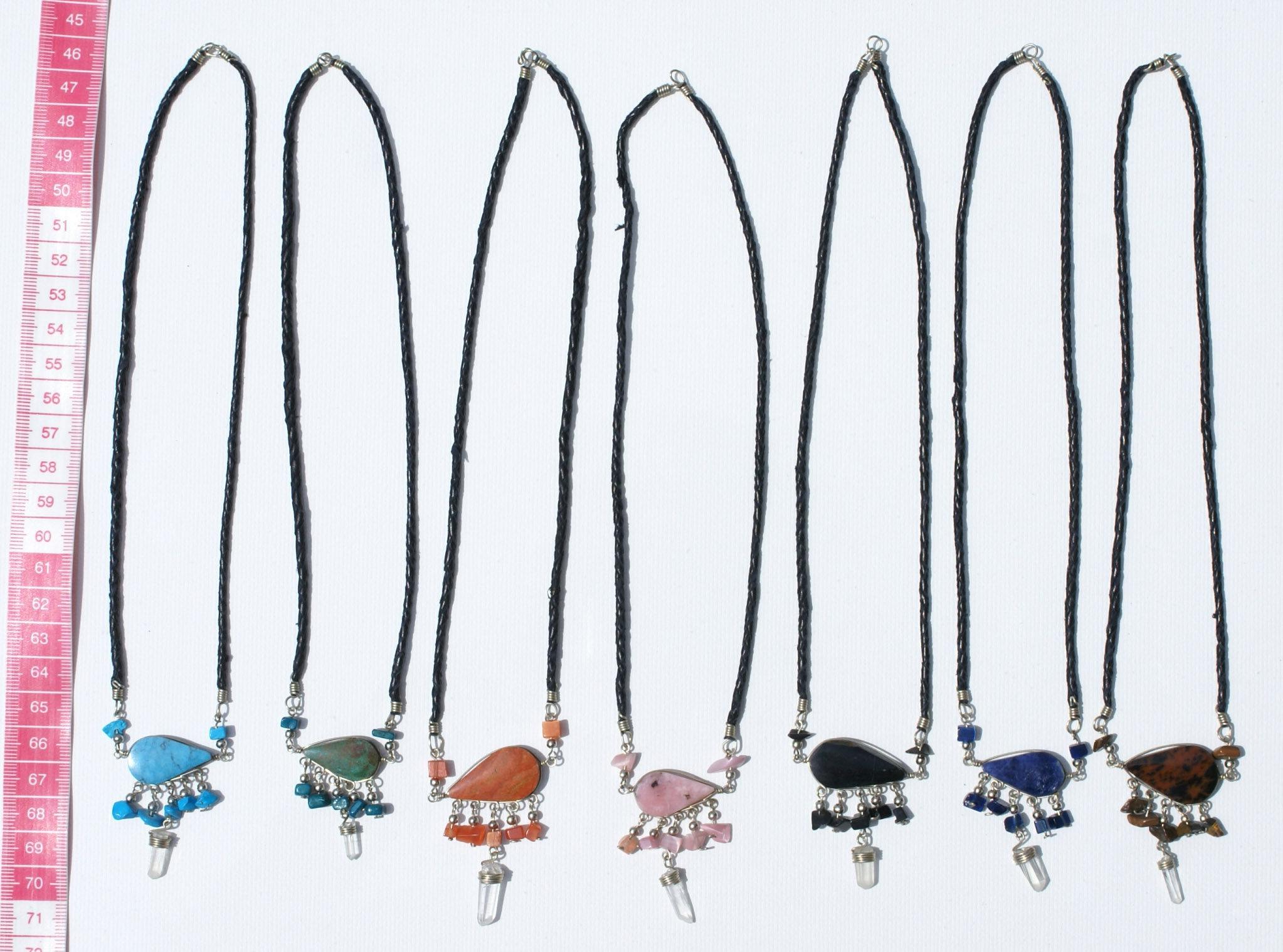 c8057c851 Lot 5 náhrdelníky barva peruánské piedra kameny, bílé cristal hip hop šperky